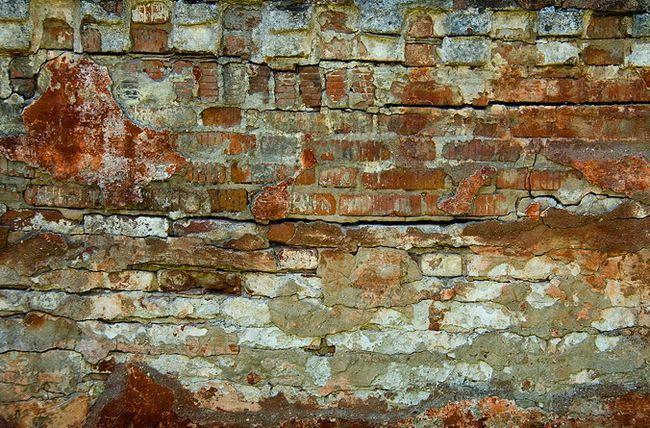 Фото - Реставрація (вичинки) старих цегляних стін