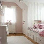 Блідо-рожевий в поєднанні з білим в інтерєрі