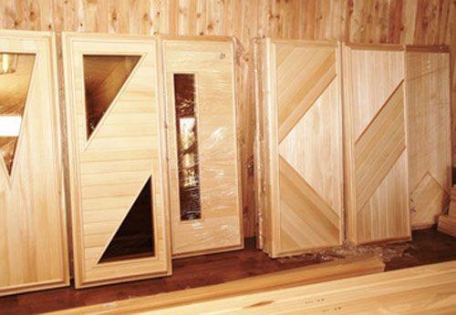 Фото - Саморобні двері в баню: збірка і обшивка