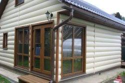 Обшивка будинку металевим блок хаусом