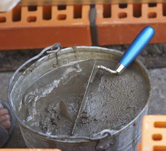 Фото - Змішування цемент з піском