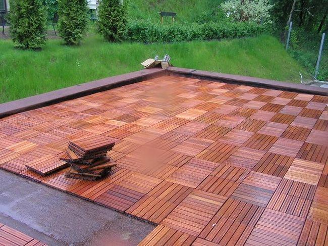 Пол в терасах зазвичай створюється з плитки.