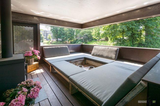 Спальня в плавучому будинку
