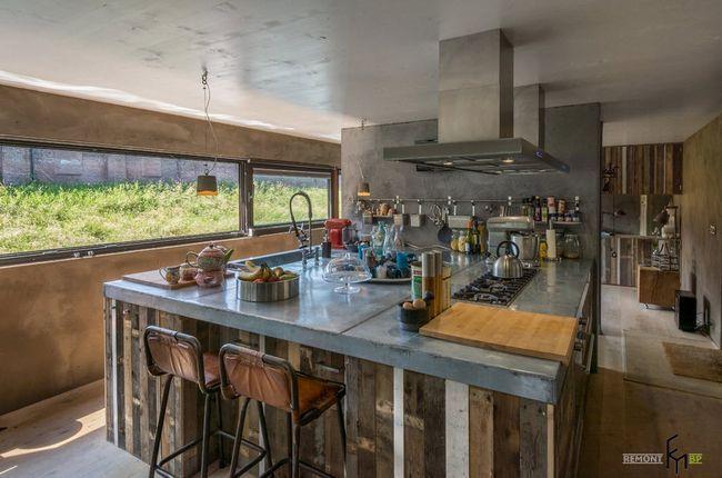 Кухня в плавучому будинку