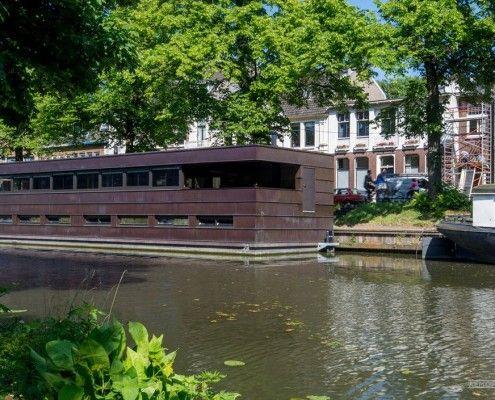 Сучасний плавучий будинок