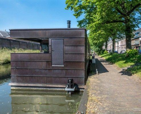 Будинок на річці-вид збоку