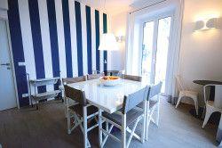 Вітальня-їдальня в морському стилі
