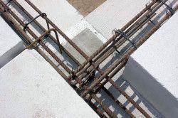 Монолітний армований пояс в стіні з піноблоків