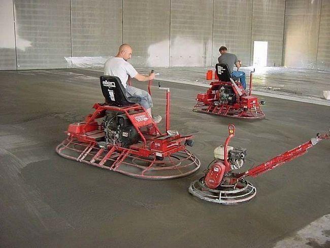 Топпінг - це упрочнитель бетонної підлоги, яка втирається в бетон за допомогою бетоноотделочной машини.