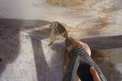 Видалення старого покриття за допомогою шпателя
