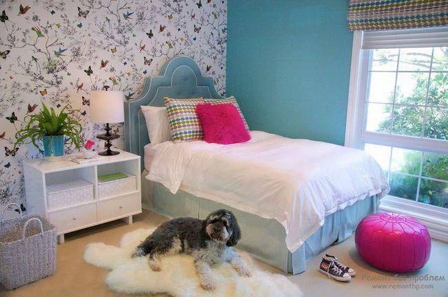 Дизайн флізелінових шпалер в спальні
