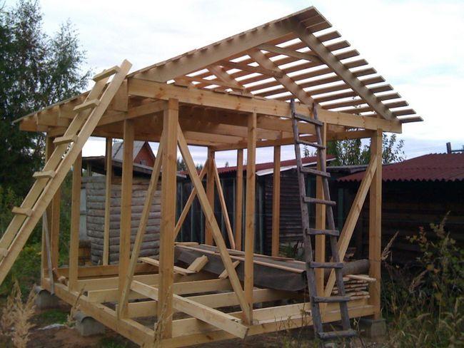 деревяний каркас для будівництва сараю