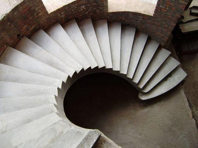 Монолітні сходи з бетону