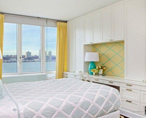 Жовті штори в світлій спальні