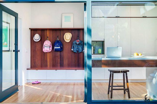 Фото - Свіжа ідея: кухня, поєднана з коридором