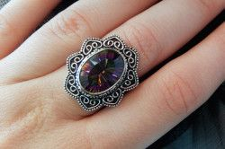 Срібний перстень з містичним топазом