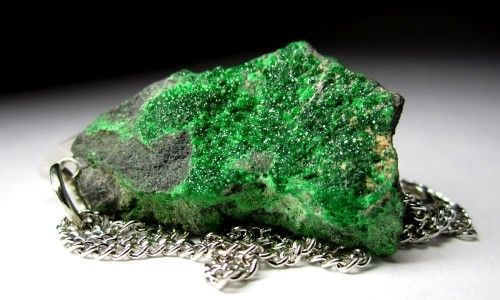 Фото - Властивості зеленого граната