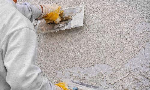 Нанесення штукатурки на стіну
