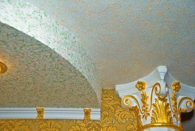Фото - Технологія обробки стелі рідкими шпалерами