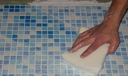 Укладання мозаїки у ванній