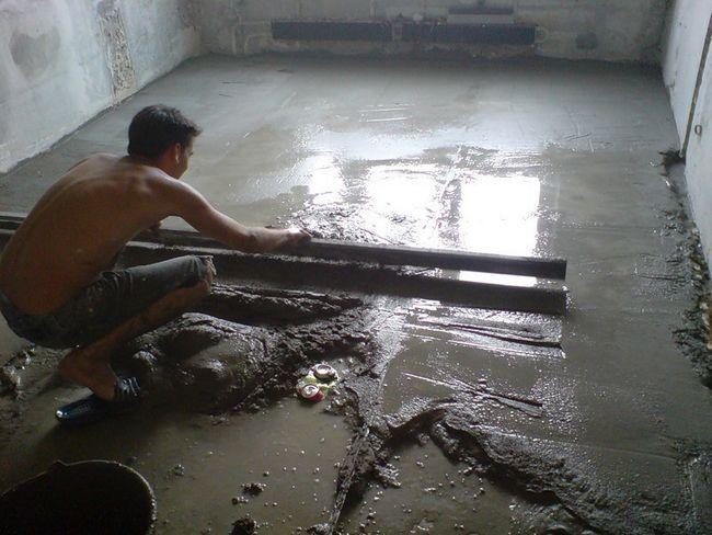 Укладання стяжки розчином з зайвим вмістом води