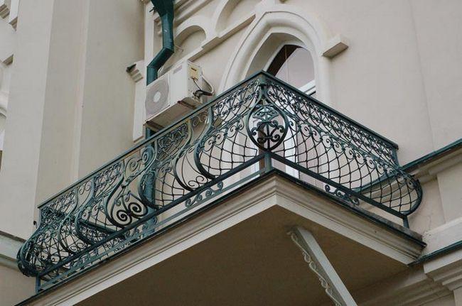 Фото - Три варіанти зміцнення балконного парапету