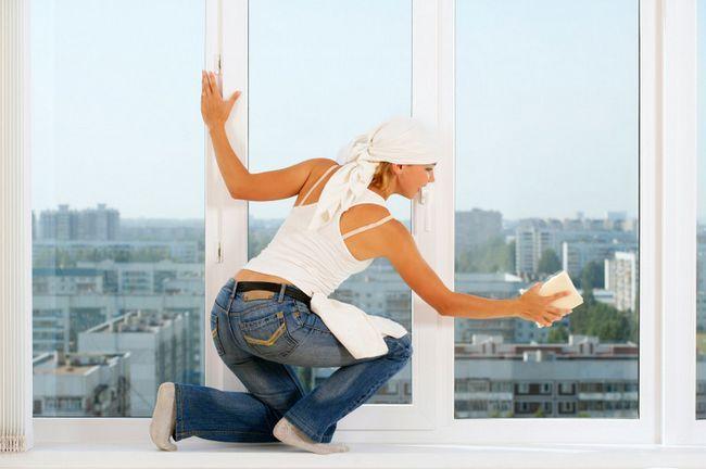 Фото - Догляд за пластиковими вікнами