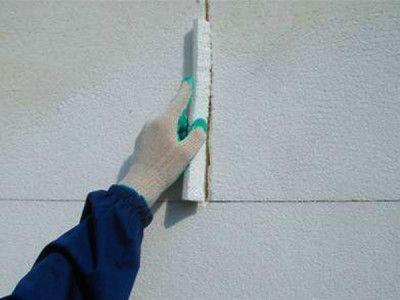 Стіна, обшита пінопластом