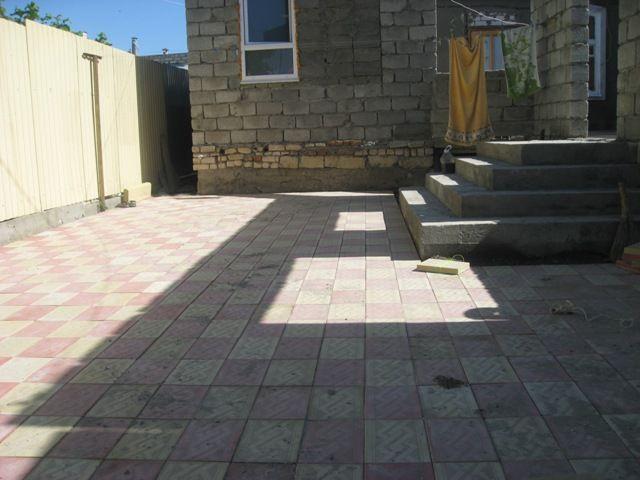 Фото - Укладаємо плитку у дворі особняка і на дачній ділянці
