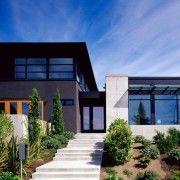 Поєднання декількох кольорів на фасаді одного будинку