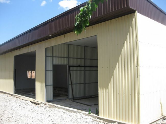 Фото - Установка гаража з листів полікарбонату
