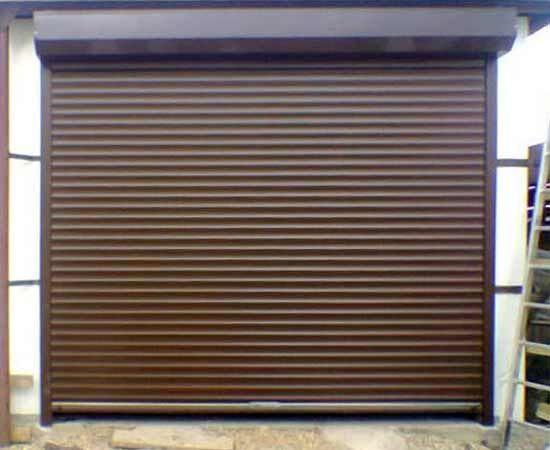 Фото - Установка рулонних воріт в гаражі