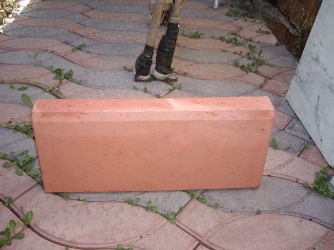 Пристрій бордюру для тротуарної плитки