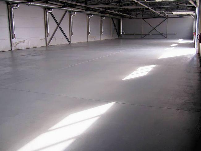 Фото - Пристрій підлоги в гаражі для вантажних автомобілів