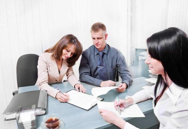 Фото - Сторони договору переуступки прав вимоги або власності