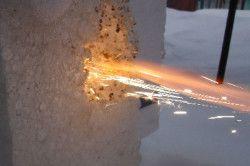 До недоліків пінопласту відноситься те, що він легко загорається і швидко горить.