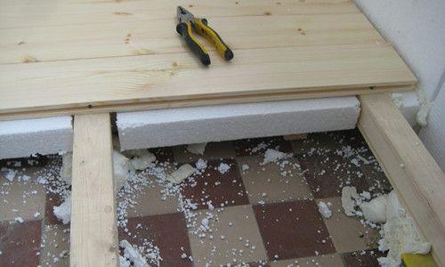 Фото - Утеплення пінопластом дерев'яної підлоги в дерев'яному будинку