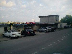Фото - У благовєщенську жителі протестують проти будівництва гаража на проїжджій частині