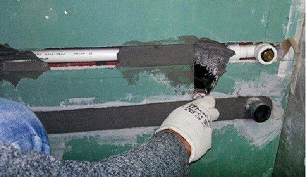 Монтаж труб в стіну