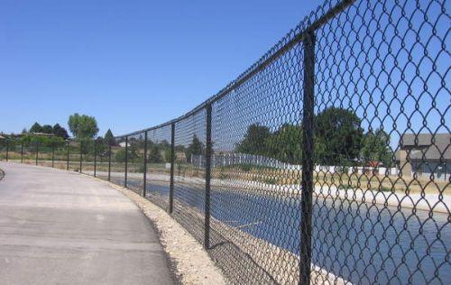 Фото - Варіанти установки парканів з використанням сітки рабиці