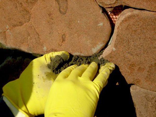 Фото - Варіанти затирання швів між плиткою і між камінням