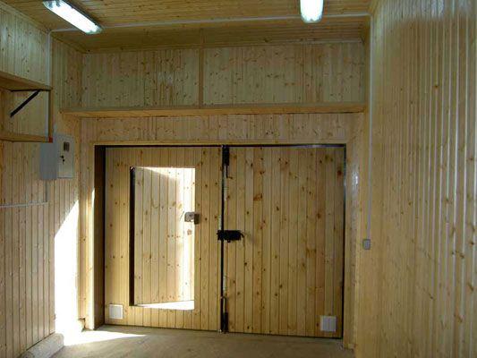 Внутрішнє оздоблення гаража деревом