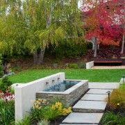 Водоспад надає більш привабливий вигляд вашого двору