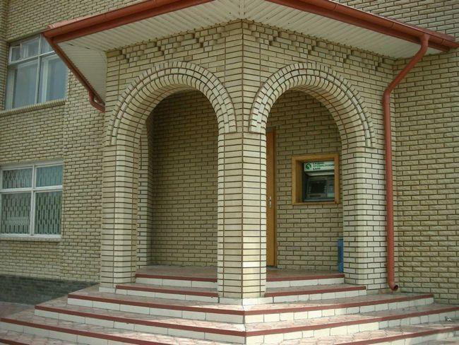 Фото - Зведення арки з цегли