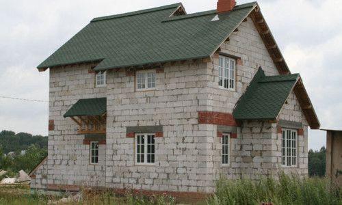 Фото - Зведення будинку з пінобетону