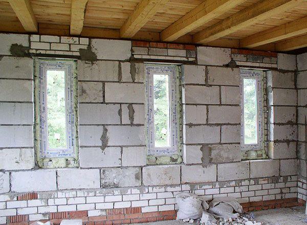 Зведення стін на другому поверсі