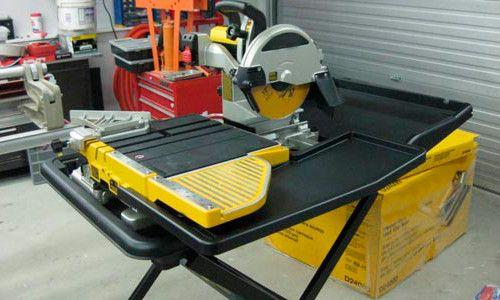 Електричний плиткоріз з рухомої частиною столу