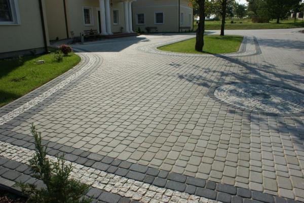 Фото - Якою має бути основа під укладання тротуарної плитки?