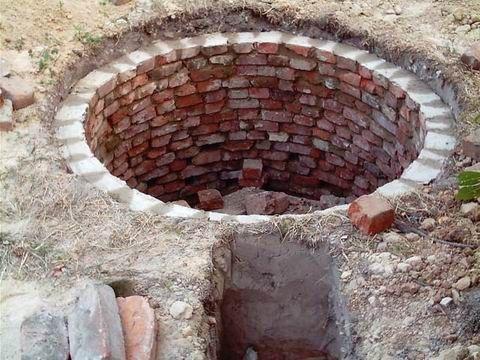 Фото - Вигрібна яма з цегли