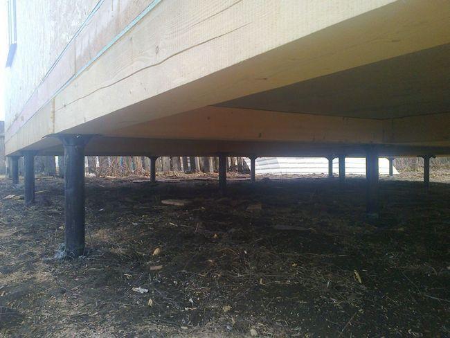 Фото - Виконання фундаменту в будинку на гвинтових палях